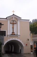 Passau, Bavaria, Germany (EJK41) Tags: church germany deutschland bavaria cross kirche allemagne passau niederbayern lowerbavaria alamania cityofthreerivers dreiflussestadt exteriorcross roadthruchurch