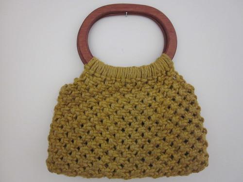 amazing vintage woven/macrame handbag with wooden handles