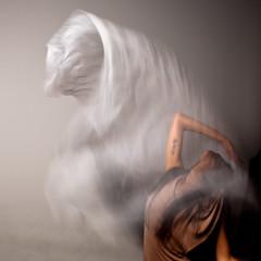 mosso... voluto (albi_tai) Tags: donna nikon persone ritratto bt velo luce mosso modella d90 photographia nikond90 albitai