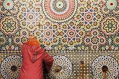 Fez. Woman and fountain. Zellij (Juan C. Garca Lorenzo) Tags: africa travel woman fountain nikon northafrica morocco arab fez maroc marruecos fs zellij almaghrib nikond90
