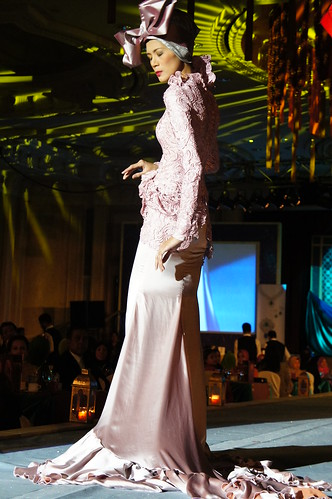 Islamic fashion festival 2010 - jovan mandagie 4-1