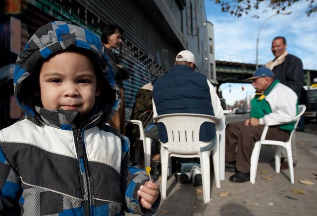 Esperando a su abuelo: Bushwick