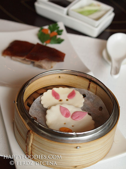 Roasted Suckling Pig with Steamed Piggy Mask Buns