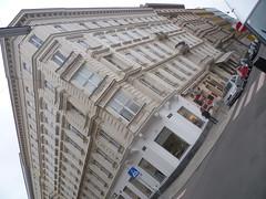 Wien, 1. Bezirk (el arte de las fachadas de Viena) - Rudolfsplatz/Gonzagagasse (Josef Lex (El buen soldado Švejk)) Tags: rudolfsplatz anglesanglesangles gonzagagasse