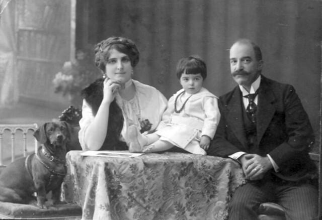 18. И.М. Алиханов с женой  и дочкой Лизой