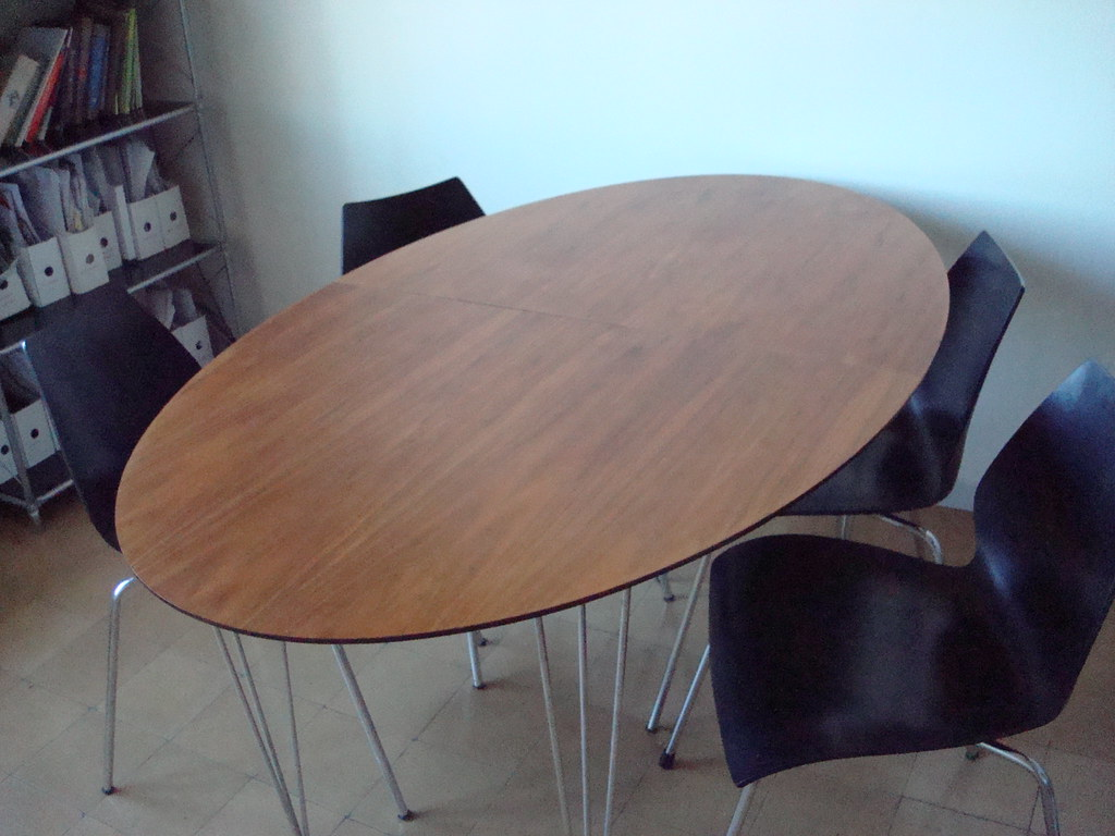 Pilma mesa/dining room table 200 euros