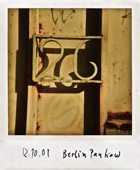 26 (web.werkraum) Tags: 2001 urban berlin germany polaroid deutschland typography 26 typo typographie instand sammlung zahl ziffer instandfilm sechsundzwanzig bildfindung berlinerkünstlerin tagesnotiz webwerkraum karinsakrowski polaroidsammlung