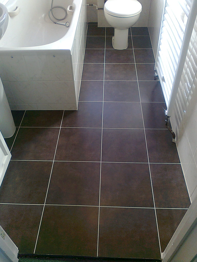 tile rog bathroom floor