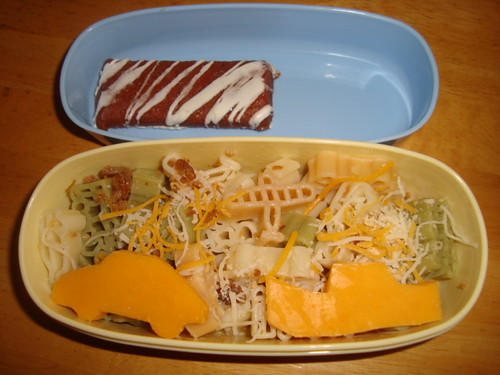 travel pasta,bacon,cheese,real fruit banana & stberry bar 11-03 by Rina Ameriasianbento