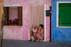 relaxed life in Burano (Werner Schnell Images (2.stream)) Tags: ws burano venezia venedig venice relaxed life leben paar pair