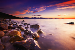 PINKISH (~~~johnny~~~) Tags: ocean pink light sky mountains water norway clouds landscape norge interesting rocks low natur wide smooth silhouettes norwegen pebbles 09 lee geology artic hoya andya norsk 075 longexpo nd8 nupen bremnes lowandwide leefilters articart johnnymyrenghenriksen