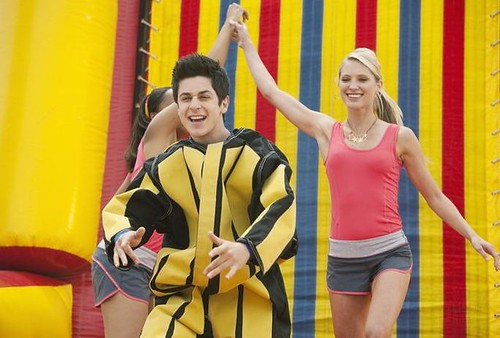 david-henrie-emily-osment-jonas-01