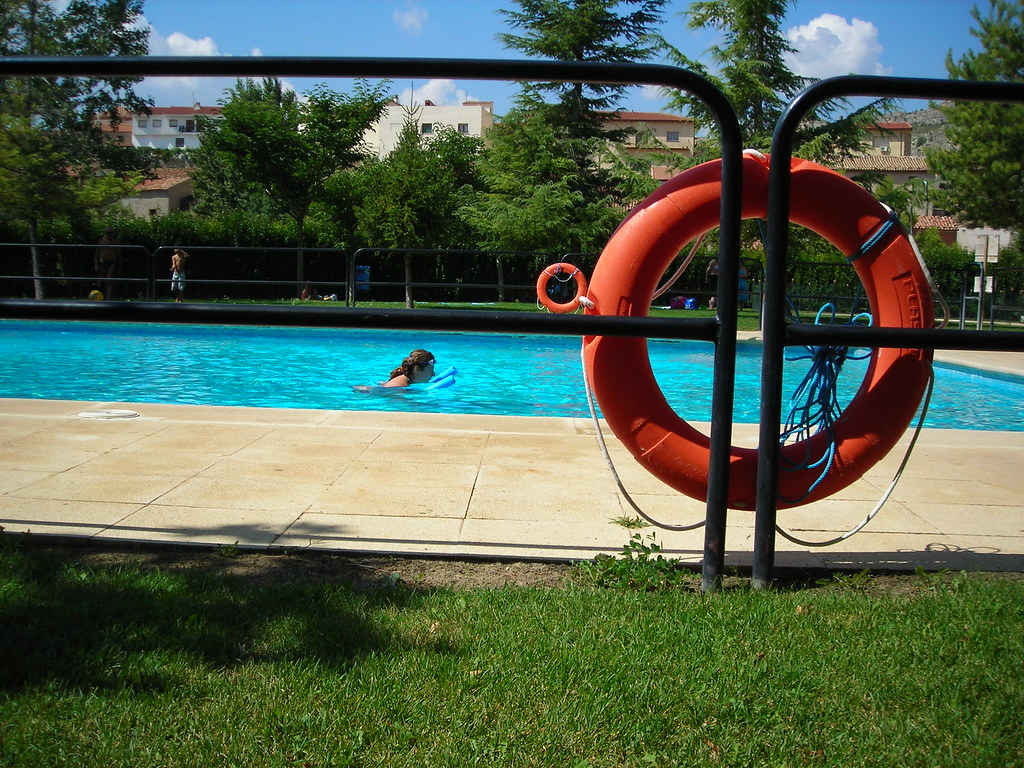 The world 39 s best photos of piscina and salvavidas flickr for Salvavidas para piscinas