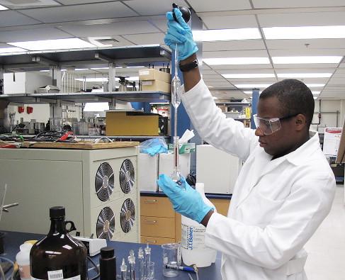 Laboratory broadens student's horizons