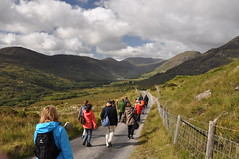 Walking down the gap of Dunloe (Marcus Meissner) Tags: bestof marcus gap august irland september reise 2010 dunloe studiosus meissner