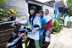 Idul Fitri 1431H (Mangiwau) Tags: holiday indonesia eid hijab national jakarta raya hari indonesian parung bogor islamic lebaran kemang fitri idul cewek ciputat allxpressus selamt 1431h