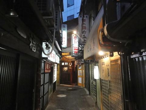 横浜駅西口といえば狸小路と跨線橋