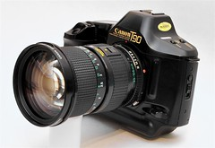 Anglų lietuvių žodynas. Žodis camera angle reiškia kameros kampas lietuviškai.