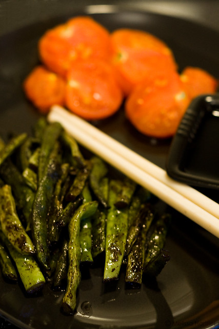 Sesame Green Beans and Broiled Tomatoes