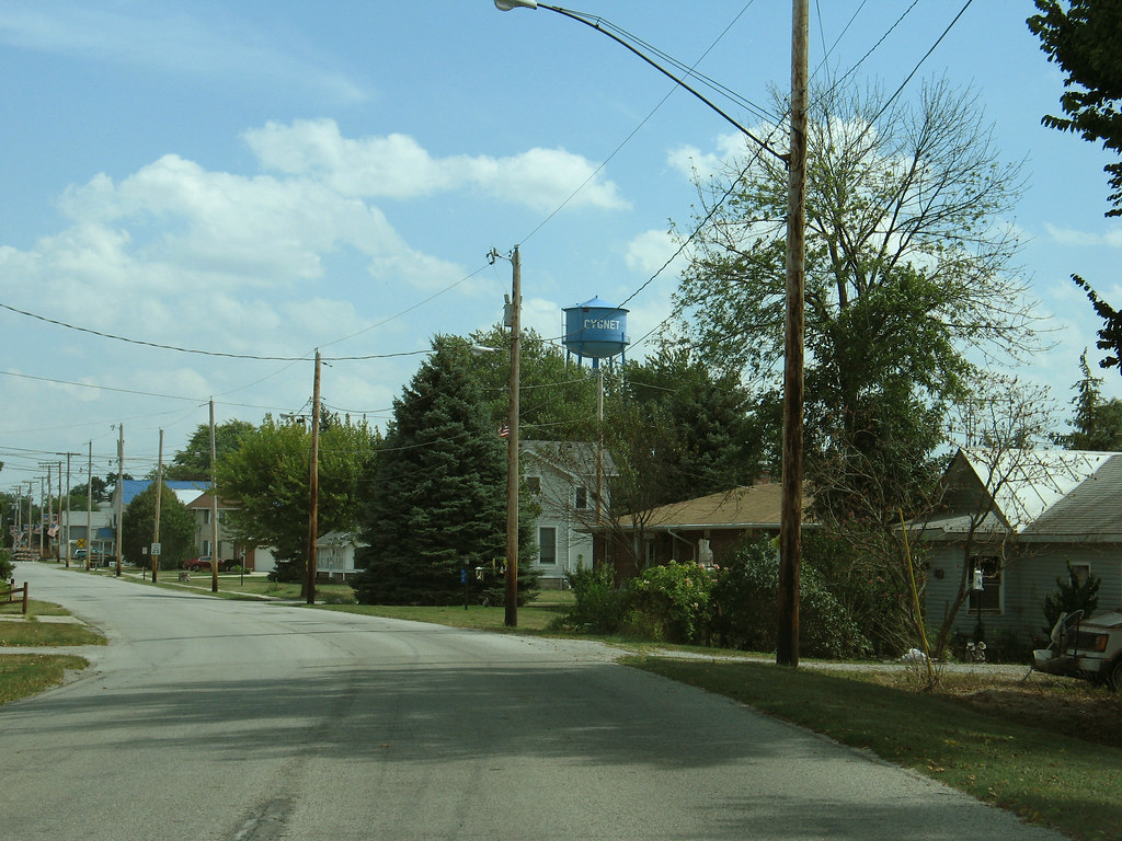 Cygnet, Ohio street and water tower