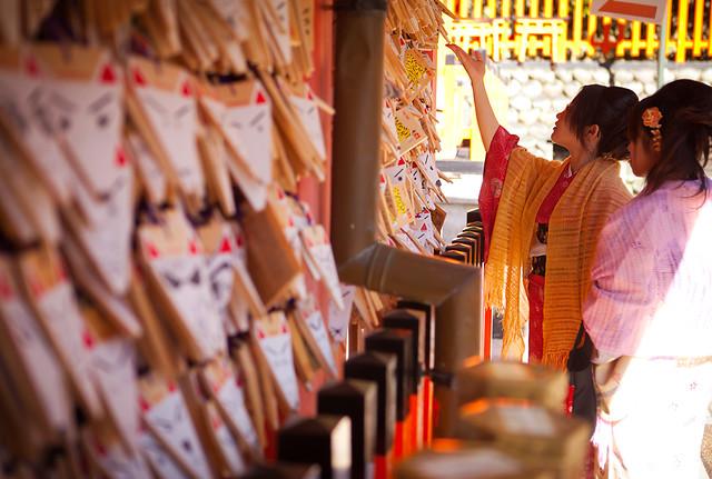 Fushimi Inari taisha Kimono girls, Kyoto, Japan / Japón