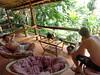 Chillen op het balkon (Sihanoukville)