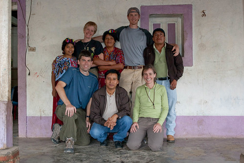 Mundo volunteers and friends helping Mayans