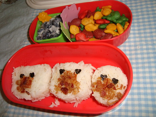 Bear onigiri with bacon by Rina Ameriasianbento