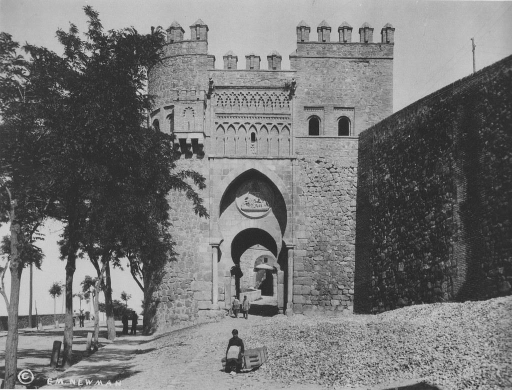 Puerta del Sol hacia 1915.Fotografía de Edward Manuel Newman. The Hispanic Society of America