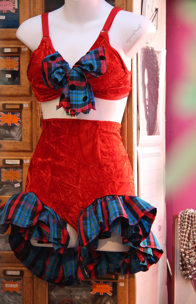 Alfie's - Betty Boop's Britannia sunbathing costume!