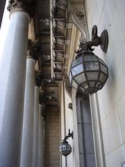 l'difice Gaston-Miron (myrique baumier) Tags: lampe montral entre colonne portique centresud ruesherbrooke mtlguessed gwim bibliothquecentrale anciennebibliothquecentrale dificegastonmiron