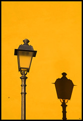 Yellow lamp (Mario Curci (Satrevi)) Tags: shadow yellow ombra giallo bari muraglia