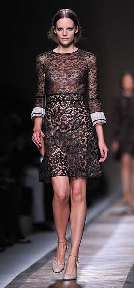 Valentino+Runway+Paris+Fashion+Week+Spring+ml9XQzTICPJl