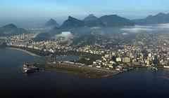 Flying over Rio (Luiz C. Salama) Tags: rio brasil riodejaneiro canon airport flight aeroporto aerial aviao voo g11 aerea cidadesbrasileiras