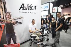 Royal na ExpoMusic 2010 (Royal Music Brasil) Tags: rockstar zoom ashton gibson morpheus musicman stanton epiphone paiste monstercable dimarzio expomusic seizi royalmusic