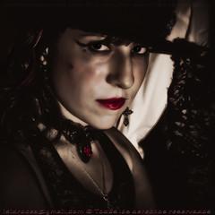 ana (Isidr☼ Cea) Tags: ana sombrero cabaret maquillaje domingueando zuiko1454 strobist olympuse520 las13muertes isidrocea isidroceagmailcom