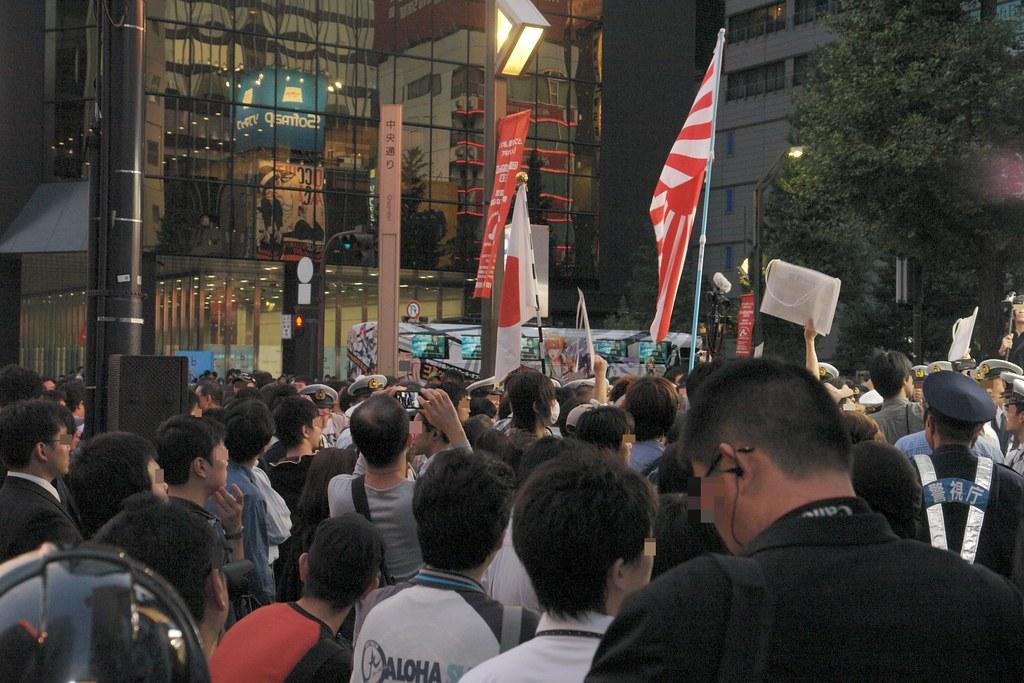 """Haigaisha"" and many Xenophobes protests against sofmap."