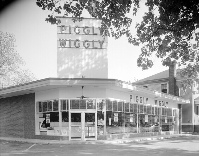 N_53_15_3942 Exterior Piggly Wiggly May 10 51