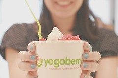 Fro-yo! (Honey Pie!) Tags: food girl smile cherry delicious nails garota sorriso prettyfood delicioso cereja unhas frozenyogurt yogoberry