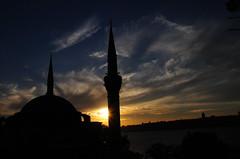Mimar Sinan'ın izinde, Mihrimah, güneş ve ay... (Atakan Eser) Tags: mosque camii üsküdar mimarsinan mihrimahsultancamii mihrimahsultan dsc5489