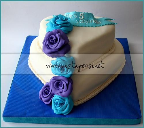 mor mavi güllünişan pastası