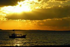 Cu dourado (Claudio Marcon) Tags: sunset brazil sky sun sol water sunshine silhouette rio brasil backlight clouds reflections contraluz portoalegre prdosol rs reflexos riograndedosul siluetas contrejour controluce contrallum silhuetas claudiomarcon