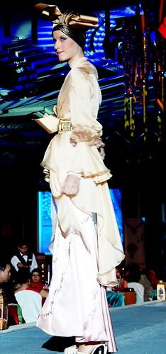 Islamic fashion festival 2010 - Jovan Mandagie (10)