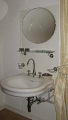 Chambre Evasion - Ancienne chambre de bonne, avec véritable lavabo d'époque.