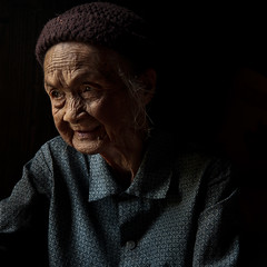 Les Marques du Temps (DanielKHC) Tags: china old light shadow 2 portrait woman smile dark hair interestingness nikon bravo village guilin chinese explore age wrinkles clair obscure guanxi d300 tamron1750mmf28 danielcheong danielkhc