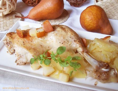 Keptos vištienos (arba antienos)  šlaunelės su kriaušėmis ir bulvėmis