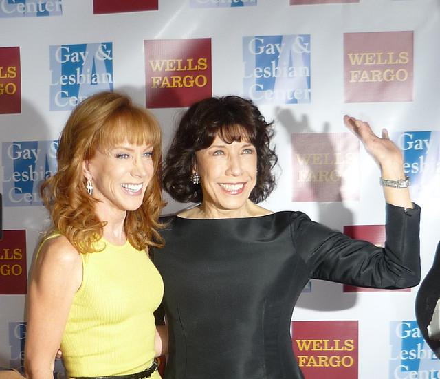Kathy Griffin Lily Tomlin Make Fun Of George W Bushs Book More At La Gay Lesbian Ctr Gala
