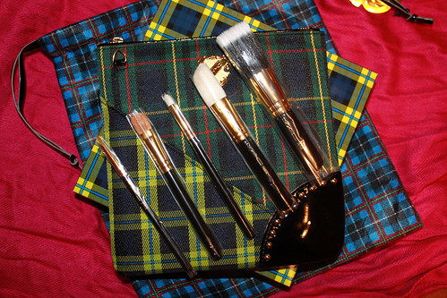 MAC A Tartan Tale Collection: A Lady & Her Tricks Brush Set