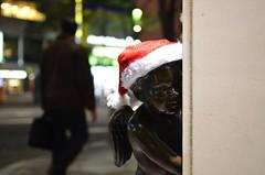 サンタ帽をかぶった覗きの天使