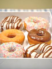 Donut o doughnut (Cuochella) Tags: pink usa america recipe chocolate sprinkles glaze american donuts donut doughnut homer doughnuts simpson cioccolato homersimpson ricetta ciambelle glassa chocolateglaze sugarglaze americanrecipe ricetteamericane cuochella ciambelleamericane